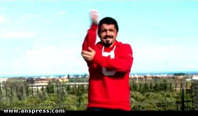 """Bu dəfə """"Gangnam Style""""ı o oynadı - <font color=red>Video</font>"""
