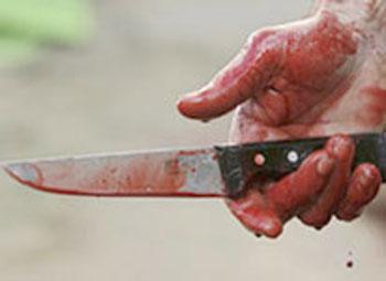 Torpaq üstündə əmisini bıçaqladı