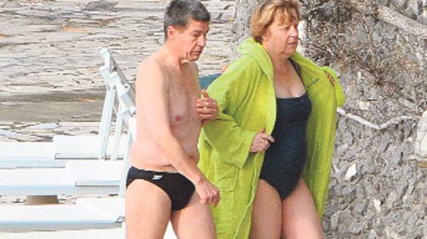 Merkelin çılpaq şəkli yayıldı - <font color=red>Foto</font>
