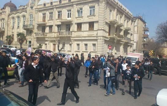 Dindarlar Nardaranı şəhərin mərkəzinə dəyişdilər - <font color=red>Foto</font>