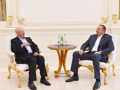 Prezident Dünya İqtisadi Forumunun təsisçisini qəbul edib