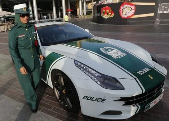 """Polislərə """"Ferrari FF"""" verildi - <font color=red>Fotolar</font>"""