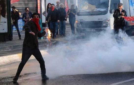 """""""1 May"""" aksiyasında qan töküldü -  <font color=red>Jurnalistlər xəsarət aldı+Video</font>"""
