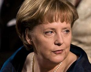 """""""Mətbəxdə yemək bişirərkən...""""- <font color=red>Angela Merkel</font>"""