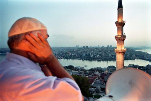 Əcnəbilərin azan və dua oxuması qadağan olundu