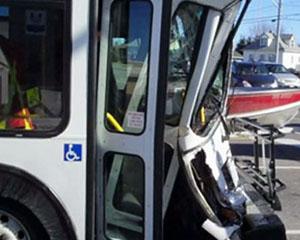Bakıda daha bir marşrut avtobusu qəza törətdi- <font color=red>5 yaralı</font>