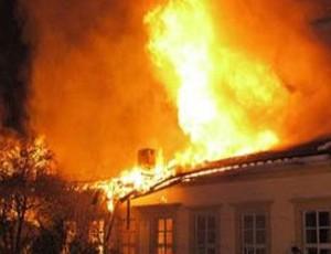 Qobustanda ev yandı