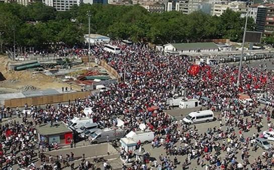 İstanbul polisi Taksim meydanından çıxarılıb