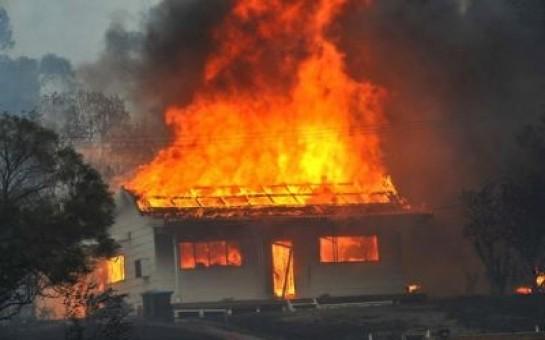 Gəncədə ev yanıb