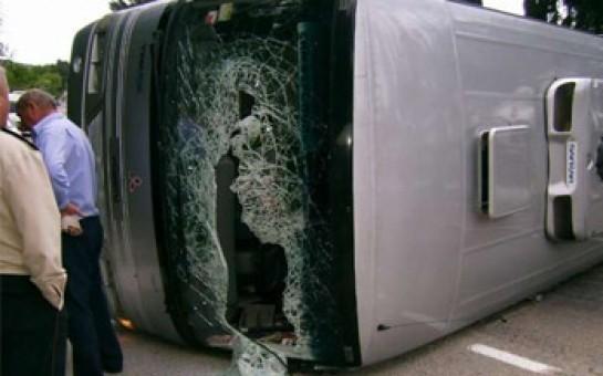 Bakıya gələn avtobus qəzaya düşdü -