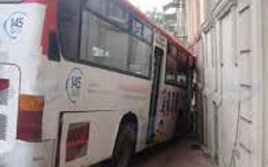 Bakıda sərnişin avtobusu qəza törətdi