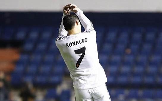 Ronaldo yenə diqqət mərkəzinə düşüb-