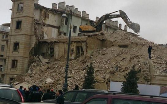 Bakıda binanın uçulması faktı ilə bağlı iki nəfər həbs edildi