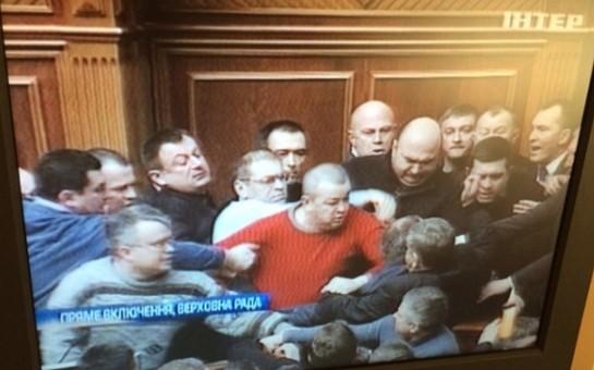 Ukrayna parlamentində dava düşdü-