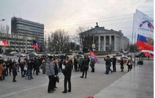 Daha bir şəhərdə Rusiya bayrağı qaldırıldı