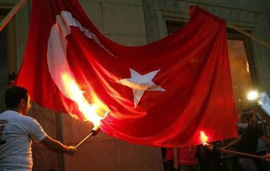 Ermənilər Türkiyənin bayrağını yandırdı-