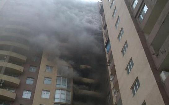 Bakıda bina yandı