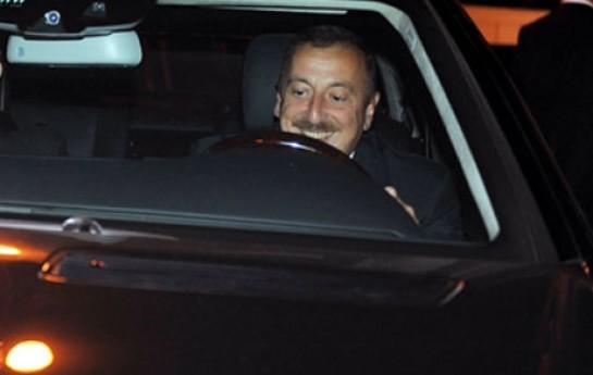 İlham Əliyev rayonda maşın sürdü-