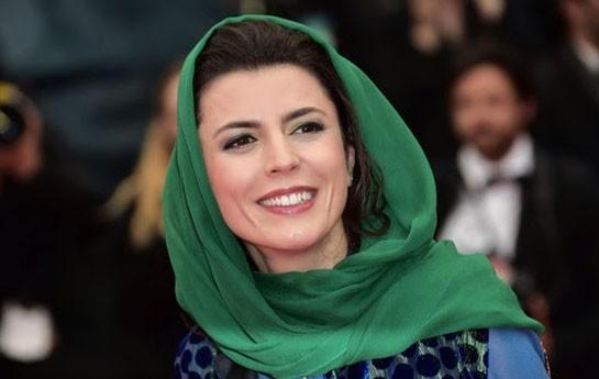 İranlı aktrisa prezidenti öpdüyünə görə üzr istədi