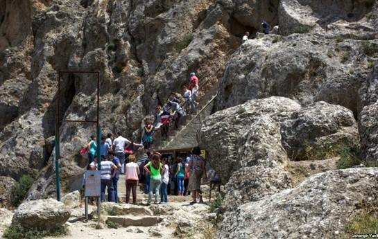 Ziyarətçilərin qayalardan yıxılıb öldüyü Beşbarmaq Piri-