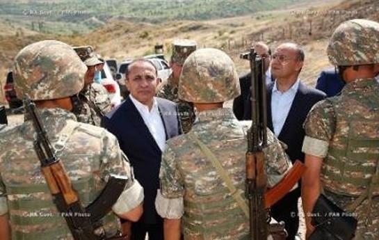 Erməni nazirlər və deputatlar gecəni döyüş postunda keçirəcəklər