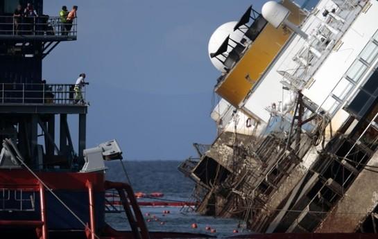 Turistləri daşıyan gəmi batdı
