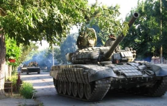Rus tankları Novazovska buraxılış məntəqəsinə atəş açmağa başlayıb