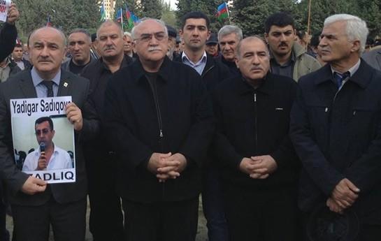 Mitinqdə İŞİD bayrağı qaldıran iki nəfər saxlanıldı-