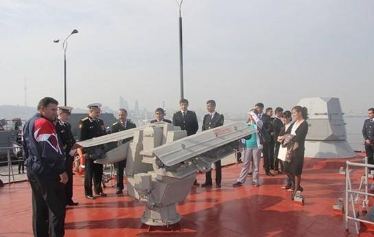 Dövlət Bayrağı Meydanında rus gəmilərinə baxış oldu-