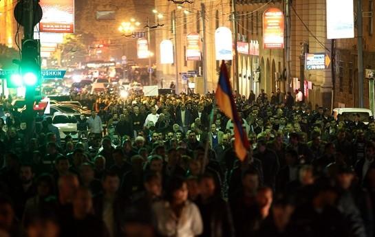 Ermənistanda əhalinin sayı azalır-