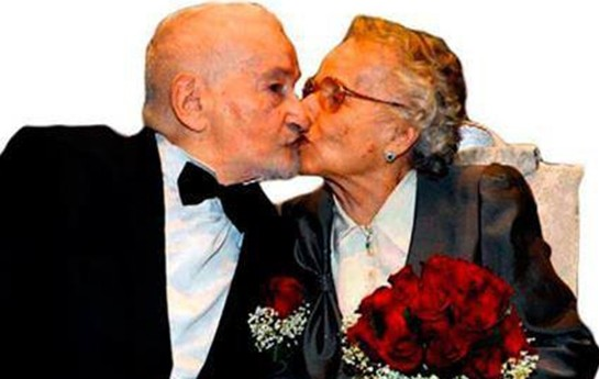 """70 il sonra """"Facebook""""un köməkliyi ilə evləndilər-"""