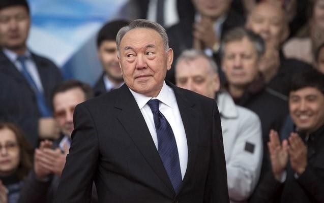 Nazarbayev liftdə qaldı -