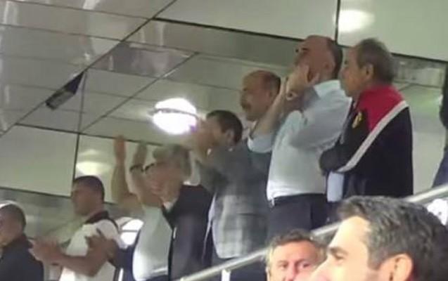 Azərbaycanlı nazirlər millinin oyununu belə izlədilər-