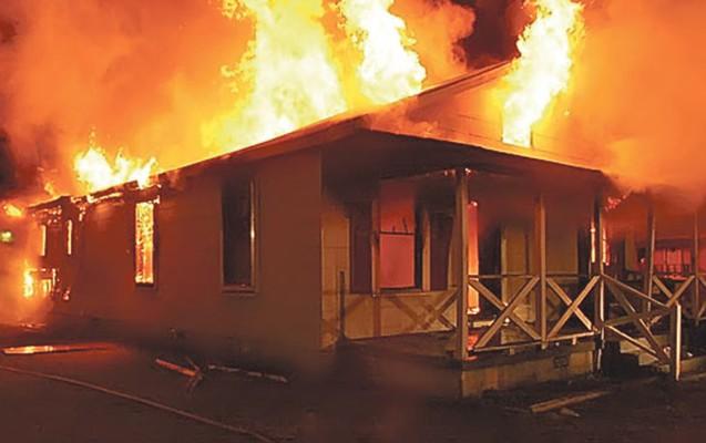 Qaxda 6 otaqlı ev yandı