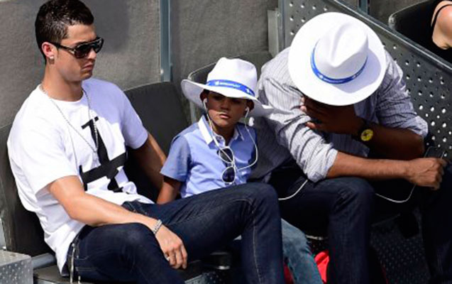 Ronaldonun oğlu qol vurdu, özü top daşıdı