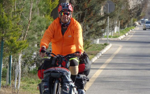 Tehrandan Bakıya velosipedlə gəlir