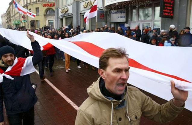 """Belarusda nümayişçilər """"parazit vergisi""""nə qarşı etiraz edir"""