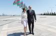 Prezident ailəsiylə Bayraq Meydanını gəzdi