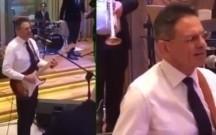Mədət Quliyev gitara çalıb rus dilində mahnı oxudu