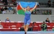 Elisə medalı Mehriban Əliyeva verdi