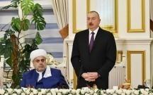 Əliyev şeyxin iqamətgahındakı iftar süfrəsində