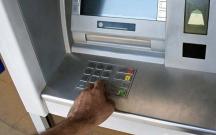 Bankomatlardan yarım milyon pul oğurladı