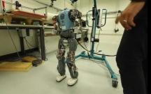 İnsan kimi yeriyə bilən robot hazırlanır
