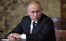 Putin məmurların, diplomatların maaşlarını artırıb