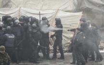 Etirazçılar polisə gözyaşardıcı qaz sıxdılar
