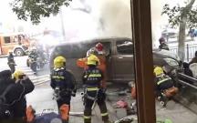 Çində mikroavtobus səkiyə çıxaraq piyadaları vurub
