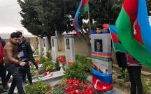 Gənclər Mübariz İbrahimovun məzarını ziyarət etdilər