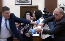Ermənistanda deputatlar əlbəyaxa oldular