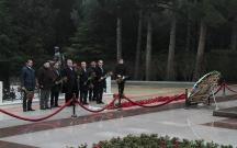 İran nümayəndə heyəti Fəxri Xiyabanı ziyarət edib