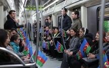AXC-nin şərəfinə metroda şeir dedilər